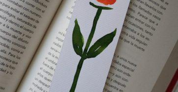 zakładka do ksiażki z namalowanym kwiatem
